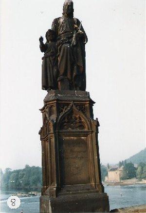 カレル彫像8