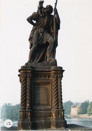 カレル彫像12