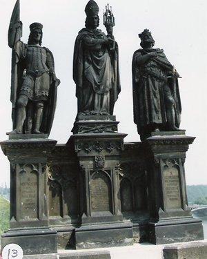 カレル彫像13