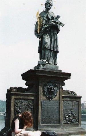 カレル彫像15