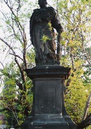 カレル彫像17