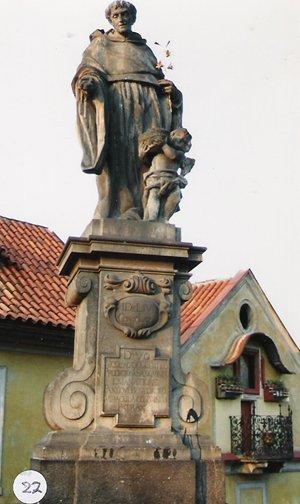 カレル彫像22