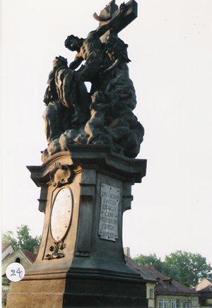 カレル彫像24
