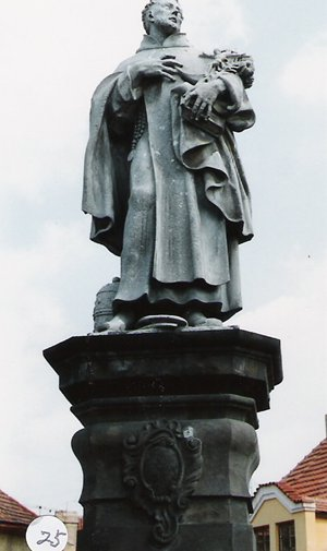 カレル彫像25