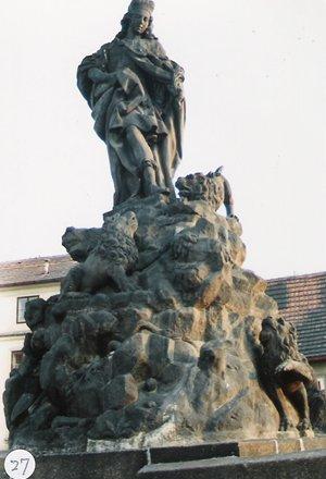 カレル彫像27