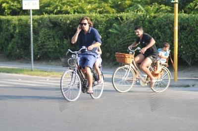 お題「戦士の休日」お買物自転車で、後にコドモをのせて、連れ立っては自転車こぐ、ピルロとガットゥーゾ…なごむ…♪