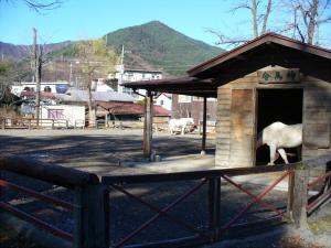 小室浅間神社「神馬舎」