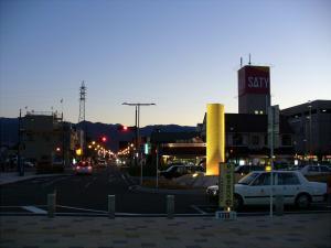 石和温泉駅前の「SATY」