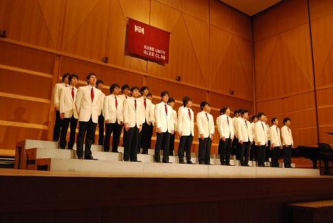 【第63回定期演奏会】開演、舞台上に整列。