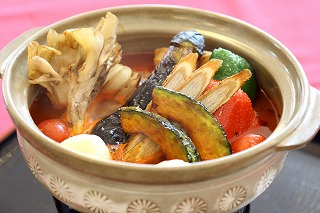 ③美瑛産豚肉カレースープ鍋