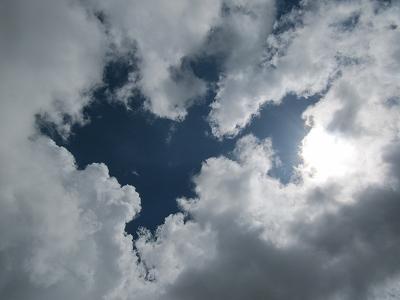 雲の合い間から。。。