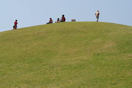 山に登る子供