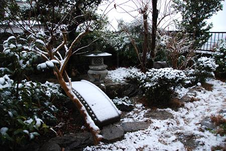 雪景色なわが家のお庭