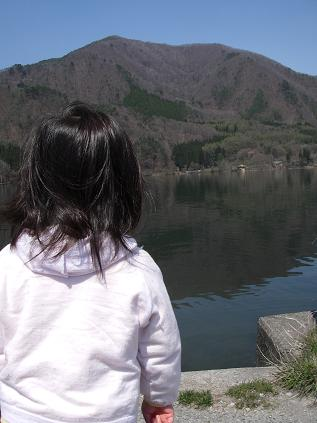 湖と上の娘