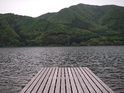 新緑の近所の湖