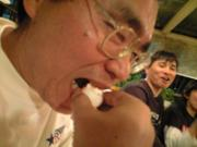 サンタを食べる写真