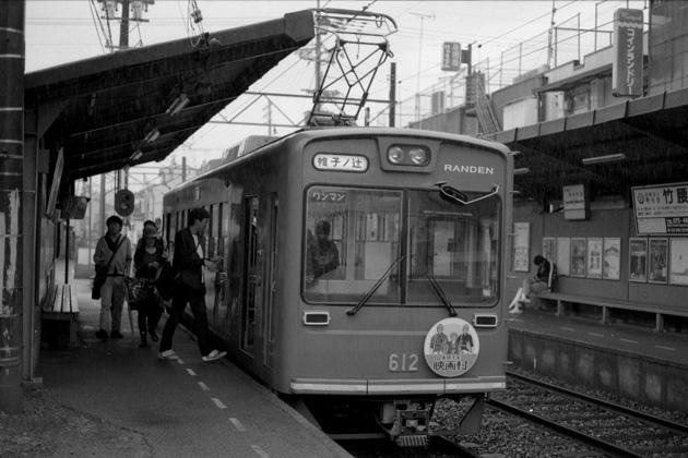 龍安寺駅にて/雨
