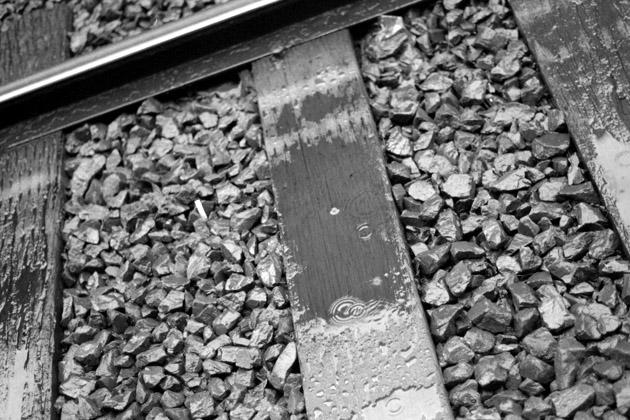 線路上にて/雨