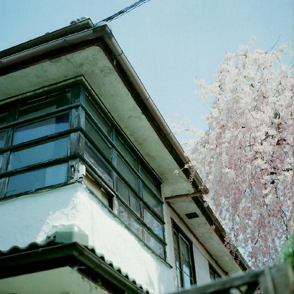 窓/銀月アパートメント