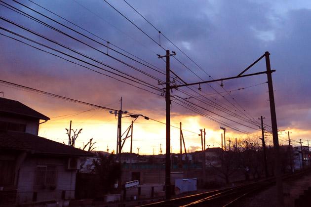 線路の向うの夕焼け