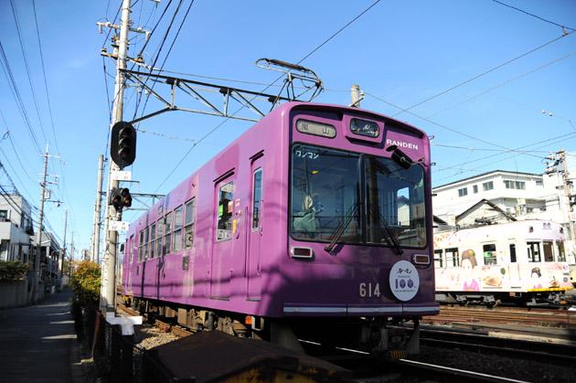 西院車庫横の紫電車
