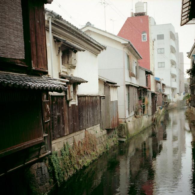 雪の水路/長浜