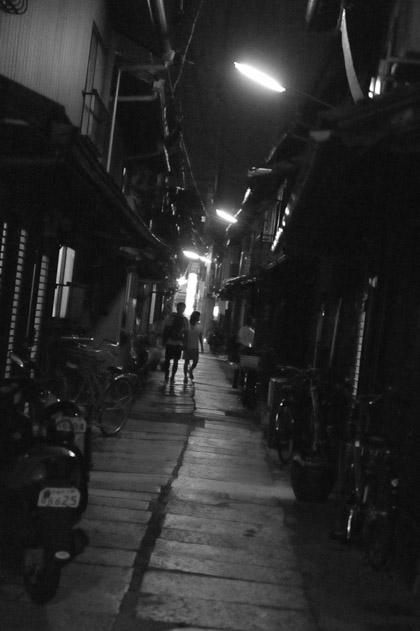 路地裏/夜