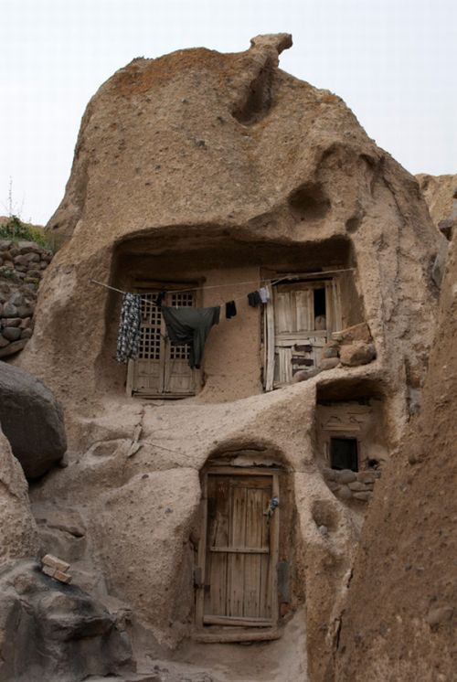 strange_village_in_afghanistan_01.jpg
