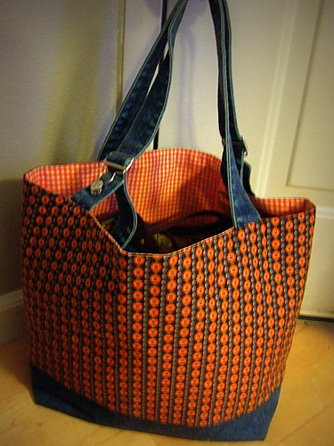101105adjustabletote.jpg
