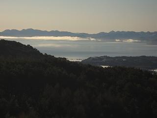 朝の猪苗代湖