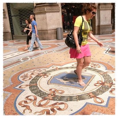 Mosaic cow Milan2