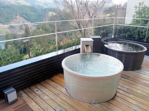 陶器の湯船