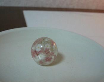 桜のとんぼ玉