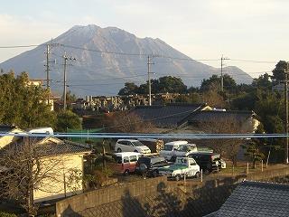 屋根の上から見る桜島