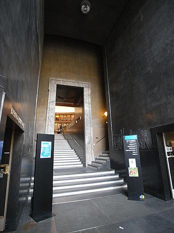 ストックホルム市立図書館 エントランス