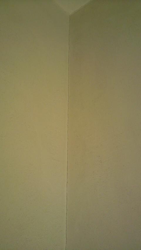漆喰壁 ひび