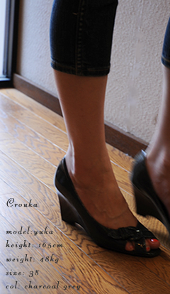 patent buckle open-toe pumps