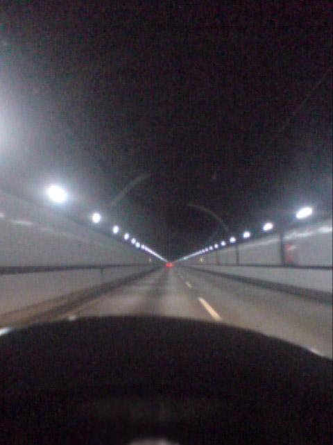関越トンネル内部