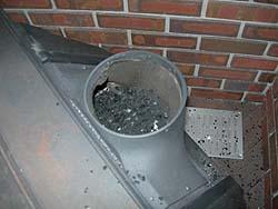 薪ストーブ煙突掃除(煙突をはずしたところ)