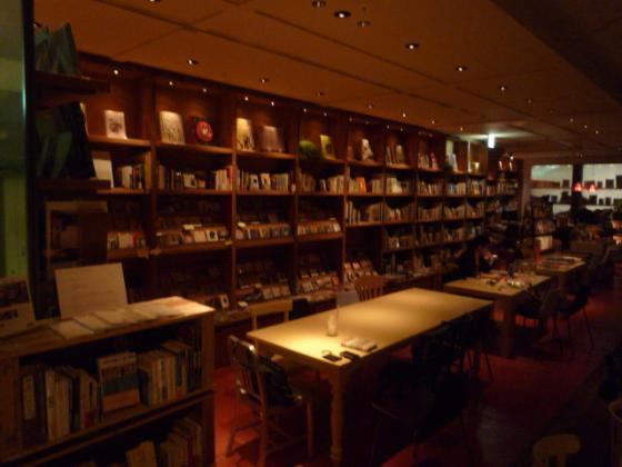 あらゆるジャンルから厳選された本や雑誌が3,000冊も!