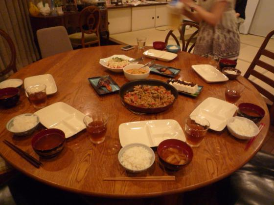 皆で食卓を囲むひととき♪