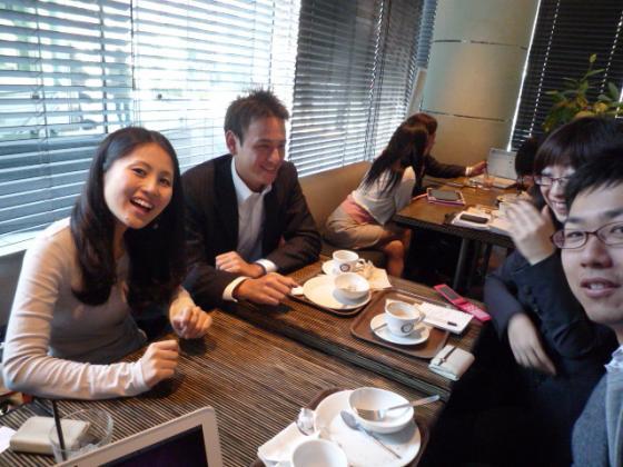 朝7時半からカフェでFacebook勉強会!