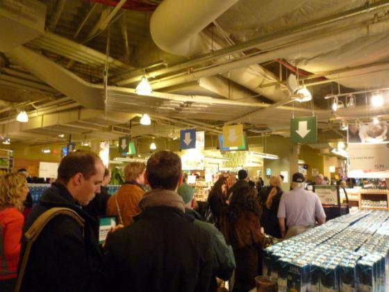 クリスマスディナーに向けて、Whole Foodsマーケットのレジは激混み!