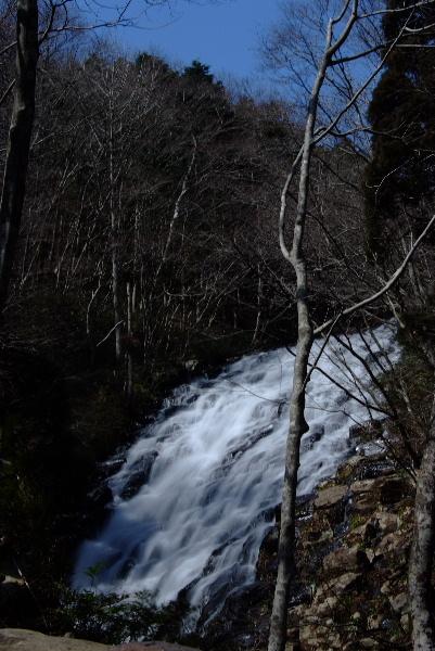 本当はこんなに幅広の滝です