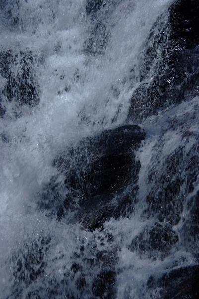 はじける水たち