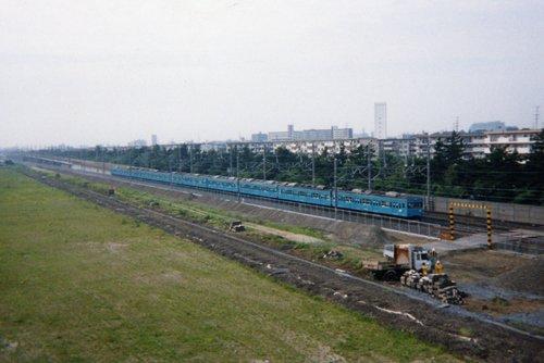千葉貨物ターミナル駅跡地を行く103系電車。2000年8月撮影 データ不明(プリント写真をスキャナで取り込み)