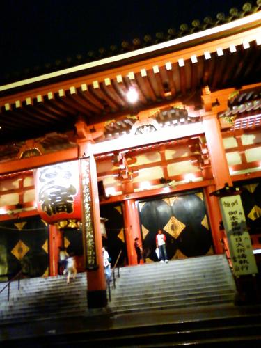 雨の浅草寺
