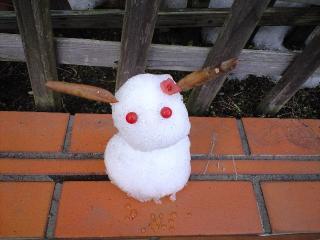 雪だるまのウサギ