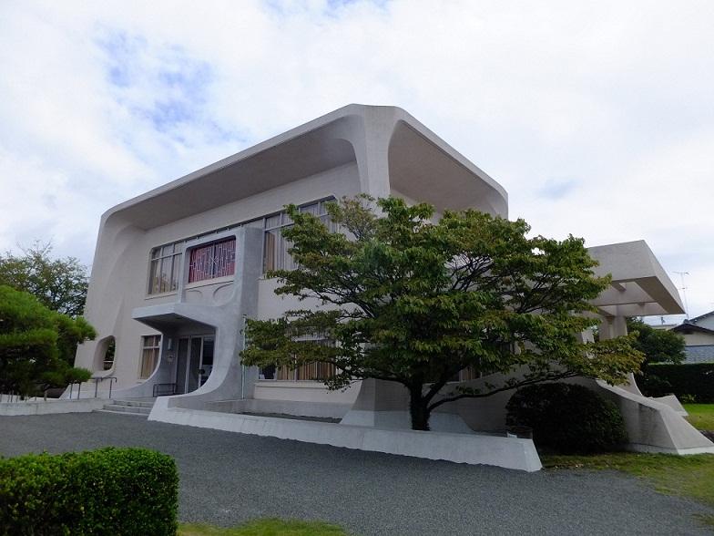 記念館設計は今井兼次早大名誉教授