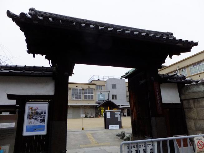 京都市学校歴史博物館の高麗門